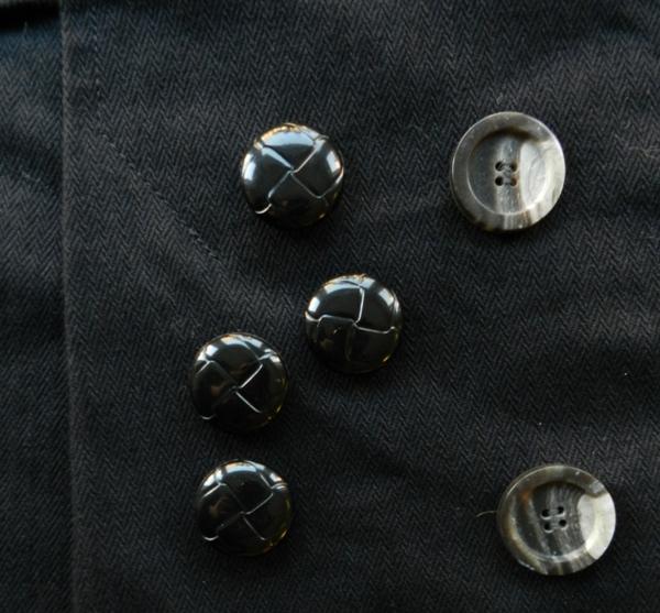 Trenchskirtbuttons