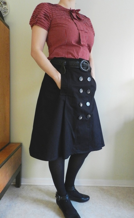 A trench-style skirt for winter