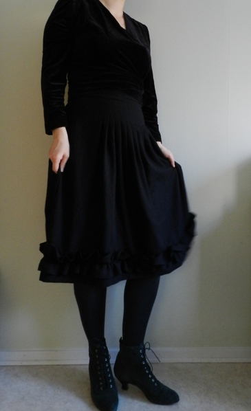 Conquering UFOs: another black skirt completed!